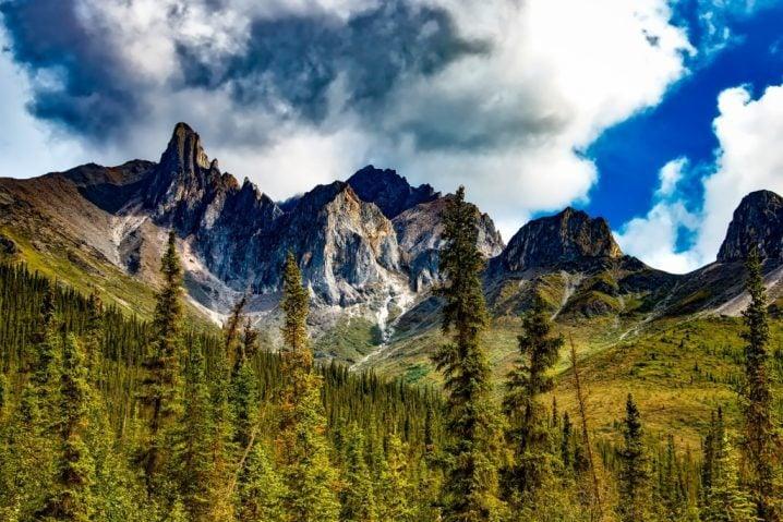 Yosemite blue sky and mountains
