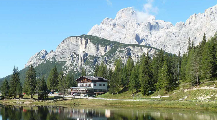Lago d'Antorno Lodge