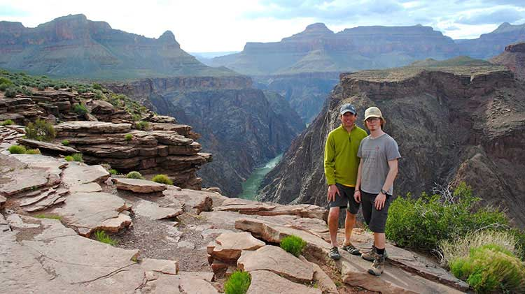 Two hikers at Plateau Point on the Bright Angel Trail